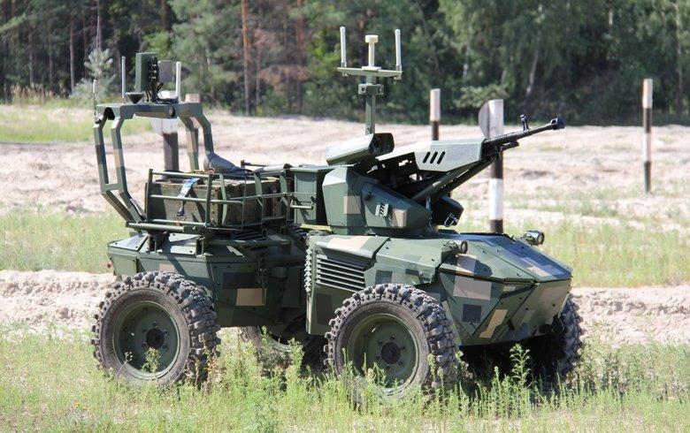 Платформы преодолевали препятствия на пересеченной местности с грузами, противостояли системам радиоэлектронной борьбы, выполняли учебно-боевые задачи.