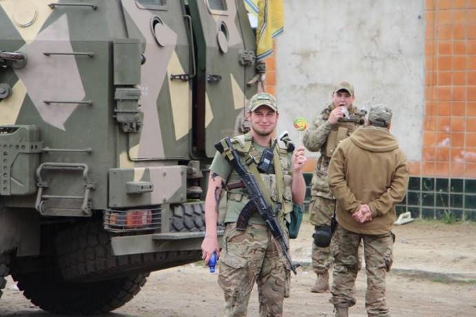 Один із підрозділів швидкого реагування полку Азов було відправлено до Одеси для навчань із виявлення та знешкодження ворожо-диверсійних, а також терористичних груп.