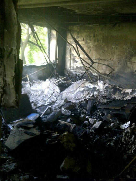 Бойовики так званих республік влучили в житловий п'ятиповерховий будинок у Красногорівці та поранили місцевого жителя.