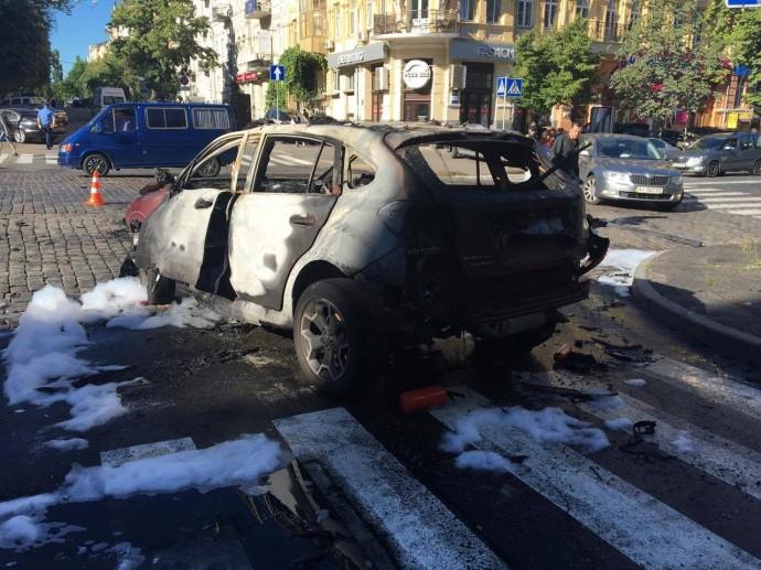 20 липня внаслідок вибуху автомобіля загинув відомий журналіст, ведучий радіо Вести Павло Шеремет.