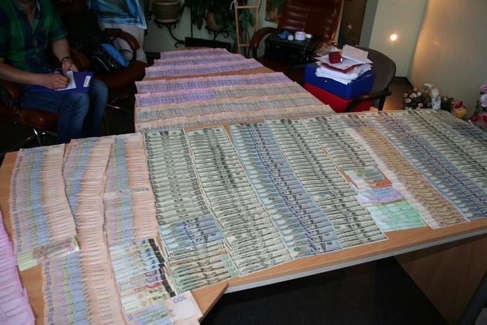 В Кіровоградській області СБУ викрила схему з розкрадання 130 мільйонів гривень державних коштів.