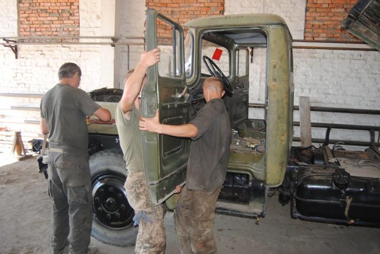 Шасі КрАЗ має кращі ходові якості й легше в експлуатації, на відміну від автомобіля Урал, на який спочатку встановлювалися Гради.