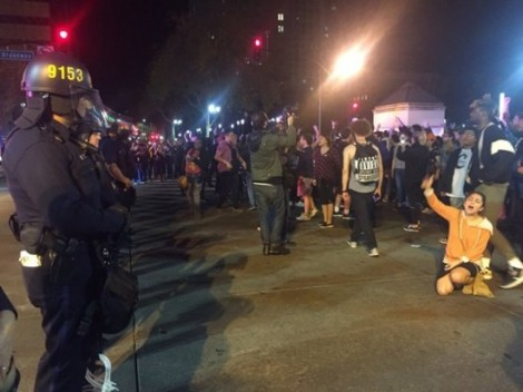 Победа Трампа: жители Америки протестуют ипакуют чемоданы