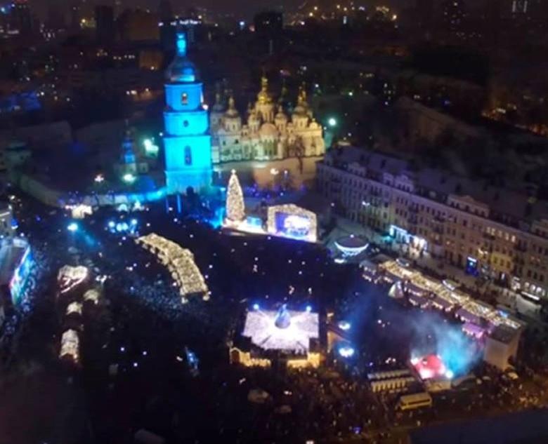 Сьогодні в Києві відбулася церемонія урочистого засвічення головної новорічної ялинки України.