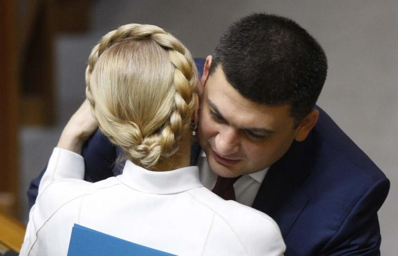 Накануне Международного дня объятий Слово и Дело подготовило подборку самых известных фото объятий ведущих мировых и украинских политических лидеров.