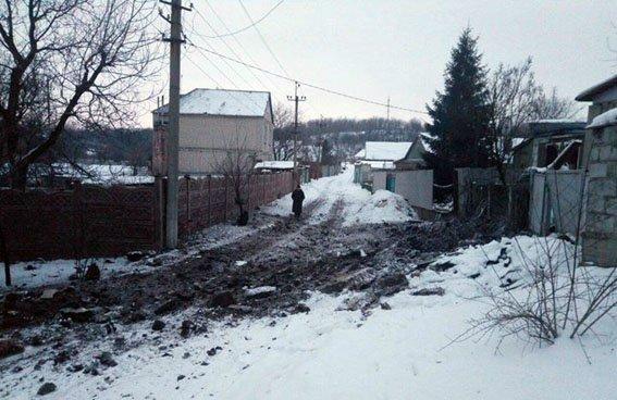 У штабі антитерористичної операції оприлюднили фотографії наслідків обстрілів проросійських бойовиків.