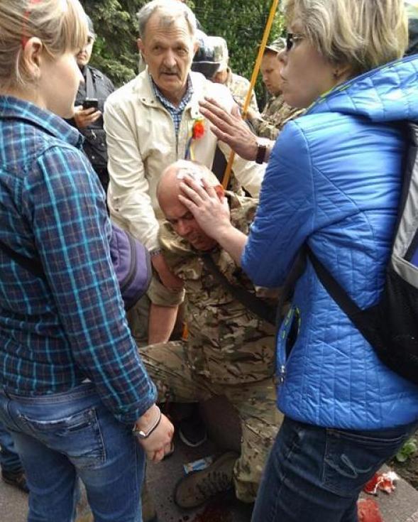 Вовремя массовой потасовки вДнепре милиция применила силу кучастникам АТО
