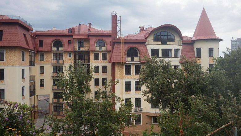Сын руководителя Министерства внутренних дел владеет в Киеве элитной квартирой стоимостью более миллиона долларов.
