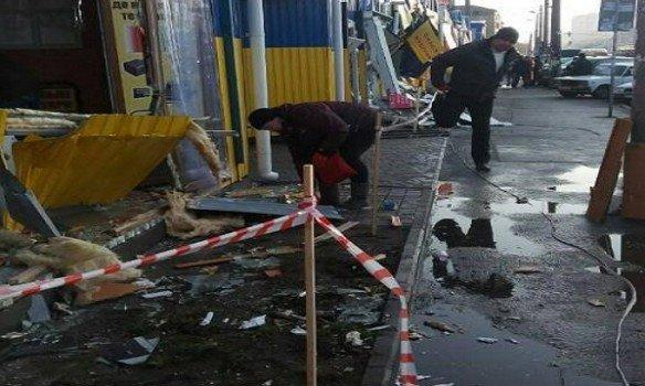 ВКиеве наДарницком рынке разгромили несколько десятков магазинов
