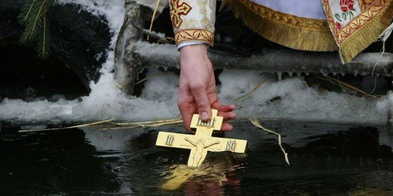 19 січня українці святкують Водохреща. Це третє і завершальне свято різдвяно-новорічного циклу. Головний обряд - купання в ополонці.