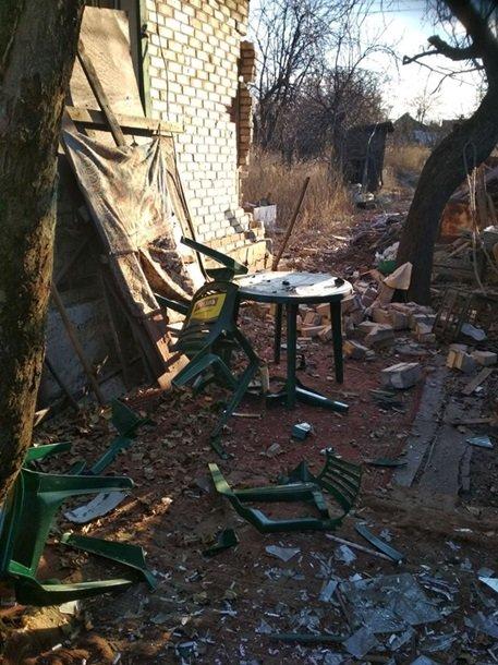 Под интенсивный огонь, который велся ночью, 15 ноября, из минометов калибра 82 и 120 мм из жилых кварталов Горловки попали жилые дома в поселке Южном.