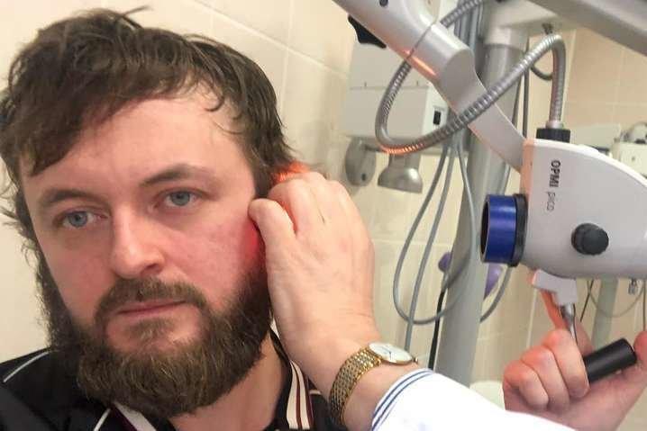 Наконец-то выписывают: избитый DZIDZIO записал новое видео из клиники