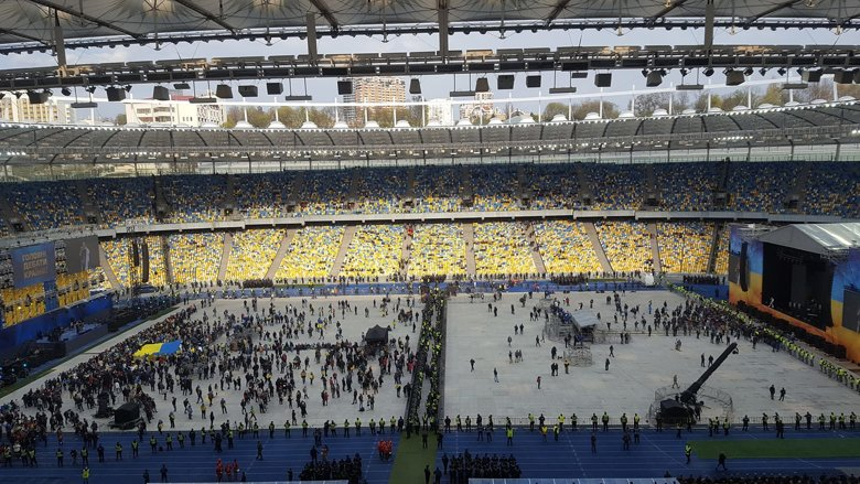 Дебати між Петром Порошенком і Володимиром Зеленським на НСК Олімпійський. Слово і Діло веде текстову трансляцію події.
