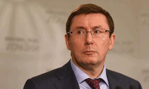 Голова фракції «Блоку Петра Порошенка» Юрій Луценко заявив, що Генеральна прокуратура підготувала подання на зняття недоторканності з 7 народних депутатів
