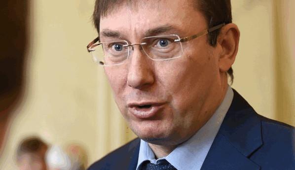 Луценко підтвердив, що у парламентській коаліції наразі є певні проблеми і пов'язані вони із тим, що парламент увійшов у складний період боротьби з олігархічними інтересами