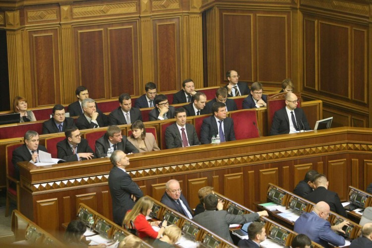 Члени Кабінету міністрів України дадуть відповідь на запитання народних депутатів про децентралізацію влади і забезпечення безпеки в період травневих свят
