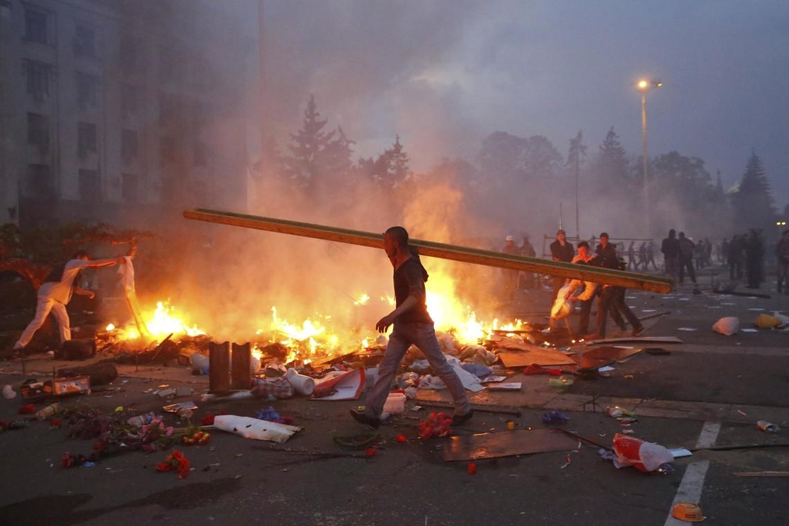 Як і у випадку з розстрілами на Майдані, загибель 48 людей і каліцтва ще кількох сотень під час пожежі в одеському Будинку профспілок українські політики, схоже, знову використали виключно як привід підняти власні рейтинги.