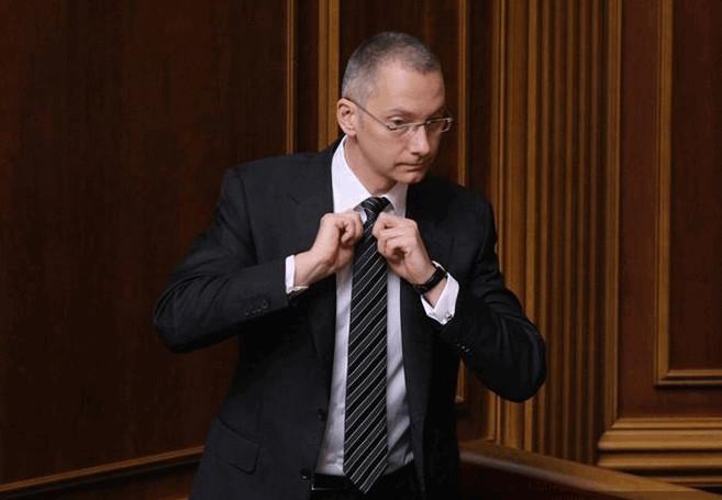 В українській політиці Адміністрація Президента завжди була і залишається найбільш непублічною структурою в питаннях прийняття політичних рішень. Зараз чиновники АП – «найекономніші» на обіцянки серед всієї реформаторської команди Президента.