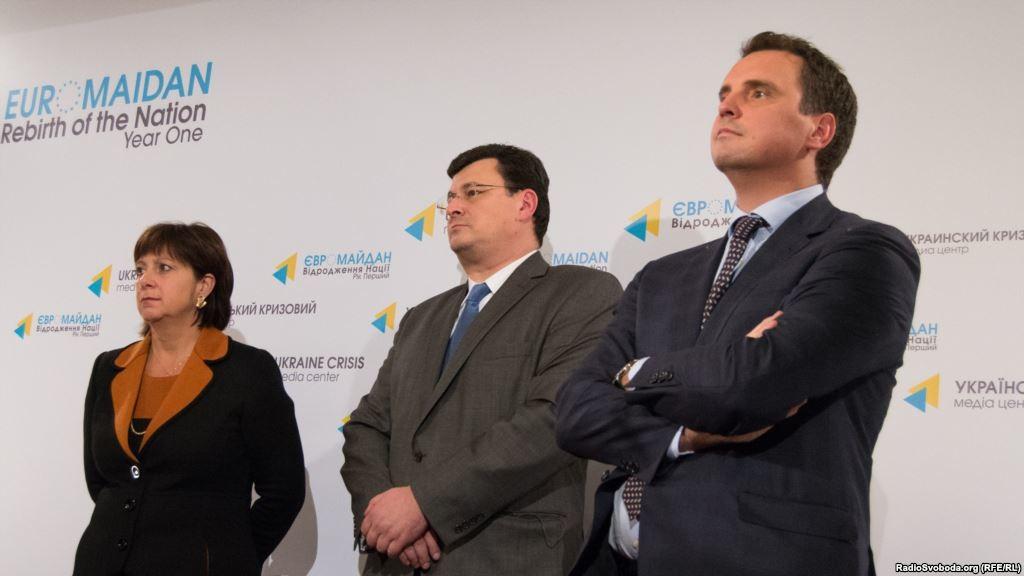 Консерватори в українському уряді не просто гальмують проведення реформ, а ще й мають стару звичку обіцяти і не робити, в той час як реформатори навпаки – підтверджують свої слова діями.