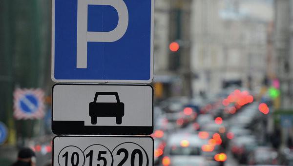 Через рік після виборів мера Києва Віталій Кличко так і не зміг розібратися з одним із ключових завдань міста – питання парковок досі залишається відкритим