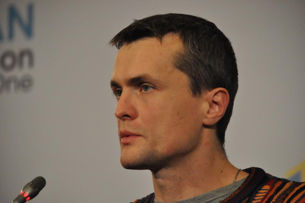 Народний депутат Ігор Луценко звинувачує Апарат Верховної Ради в порушенні закону під час зняття зареєстрованого ним та іншими депутатами закону про реформу МВС.