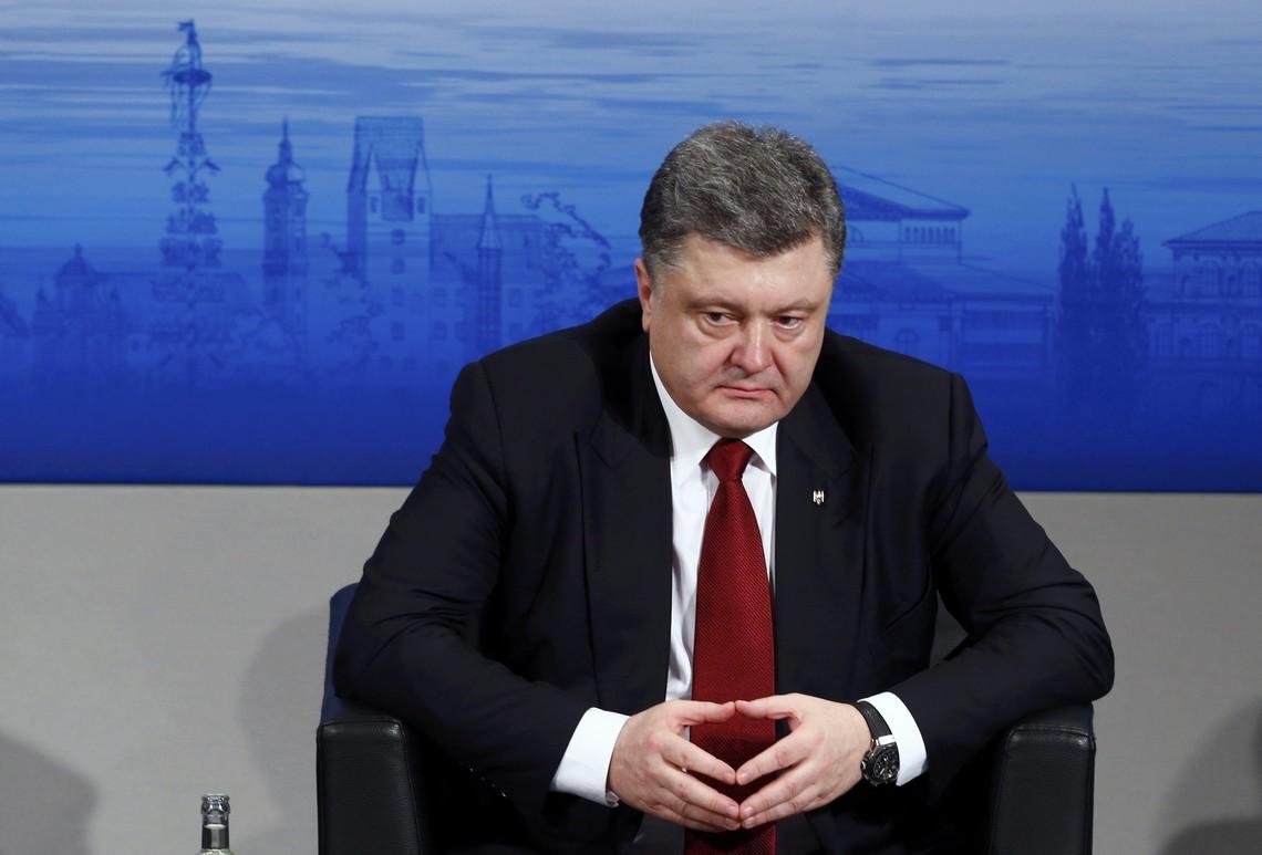 Президент України Петро Порошенко заявив, що за час конфлікту на Донбасі загинуло 1,8 тис. українських військових і близько 7 тис. мирного населення.
