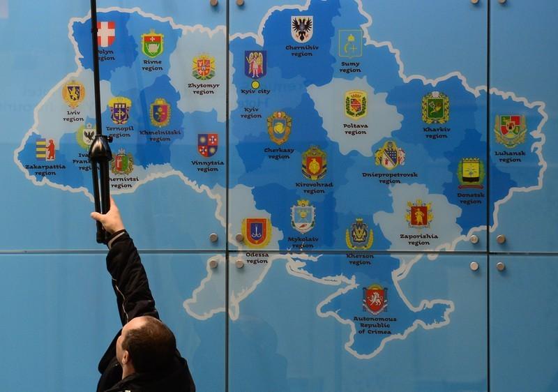 Вже до осені цього року Україна отримає абсолютно нову адміністративну модель. Втім, навіть якщо Кабмін і спікер парламенту Володимир Гройсман, що курирує це питання, не вкладуться в терміни, у найближчому майбутньому ми все одно попрощаємося зі старим територіальним устроєм так само, як це відбулося в Польщі.