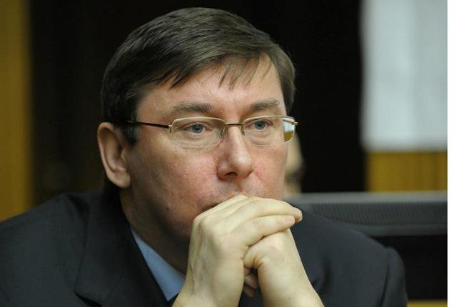 Керівник парламентської фракції «Блок Петра Порошенка» Юрій Луценко заявив, що у членів парламентської коаліції є претензії до деяких міністрів у зв'язку з повільним впровадженням реформ