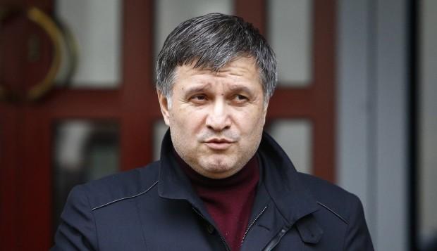 Глава МВС Арсен Аваков переконаний, що з чинного народного депутата від «Опозиційного блоку» Сергія Льовочкіна має бути знята депутатська недоторканність.