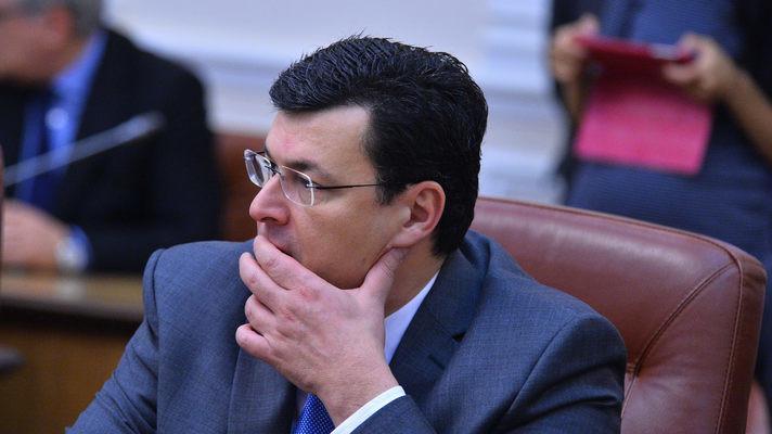 Глава уряду України зажадав від глави МОЗ до осені провести рішучі реформи в системі охорони здоров'я. Обіцяє Яценюк взятися й за інші відомства.