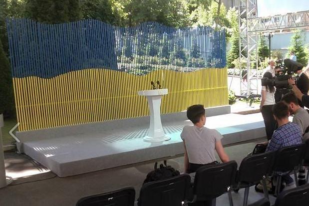 Сьогодні о 12:00 в будівлі АП Президент Петро Порошенко дасть прес-конференцію за підсумками першого року свого президентства.