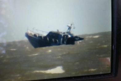 Близько години тому на Піщаному пляжі в Маріуполі в 4 кілометрах від берега вибухнув прикордонний катер, на якому знаходилося 7 військовослужбовців.