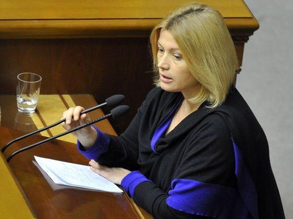 За словами Уповноваженого Президента з питань урегулювання ситуації на Донбасі Ірини Геращенко, кількість українців, що перебувають у полоні – не менше 300 осіб.