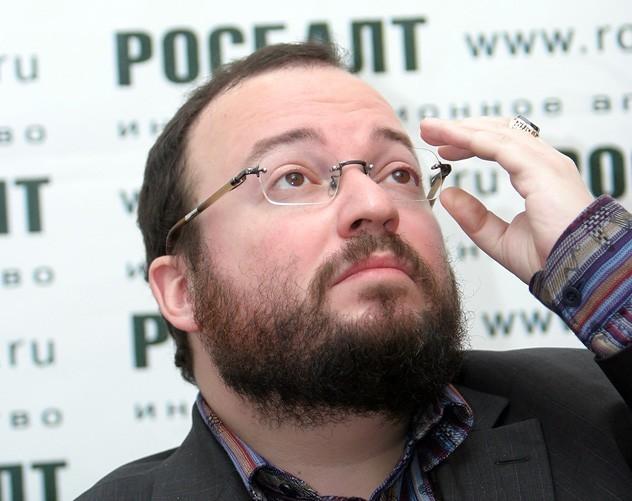 Президент Росії не витримав тиску Заходу і пішов на реальний «злив» Донбасу, вважає російський політолог Станіслав Бєлковський.