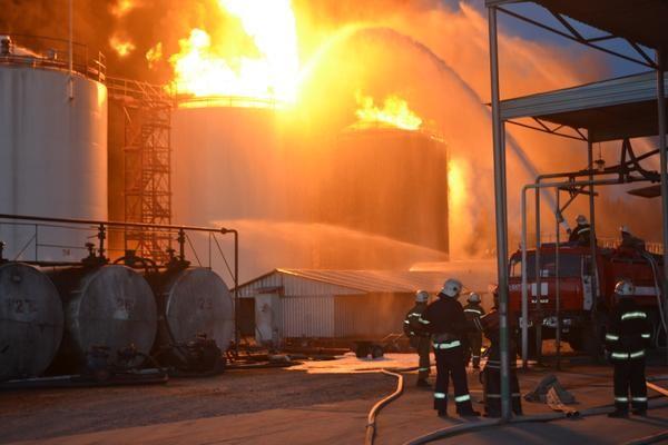 Кабінет міністрів на екстреному засіданні утворив урядову комісію з ліквідації наслідків пожежі на базі нафтопродуктів під Києвом.