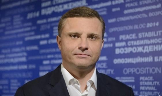 Нардеп від «Опозиційного блоку», колишній глава Адміністрації Президента (за Віктора Януковича) Сергій Льовочкін вбачає політичні переслідування в заяві прем'єр-міністра про необхідність притягти до відповідальності в США Дмитра Фірташа.