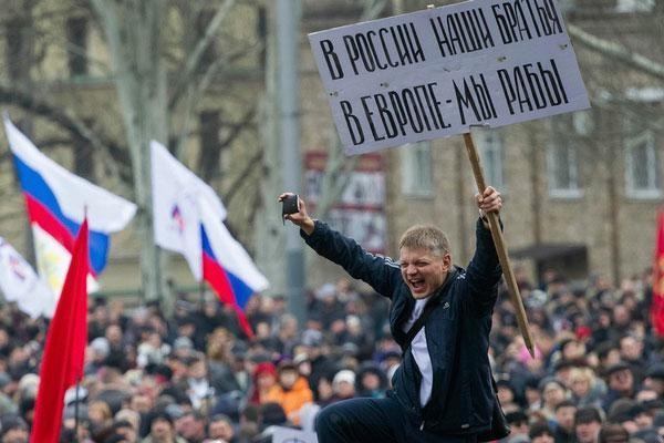 Російські журналісти стверджують, що витрати Кремля на утримання населення тільки однієї самопроголошеної Донецької народної республіки – близько 4 млрд рублів на місяць.