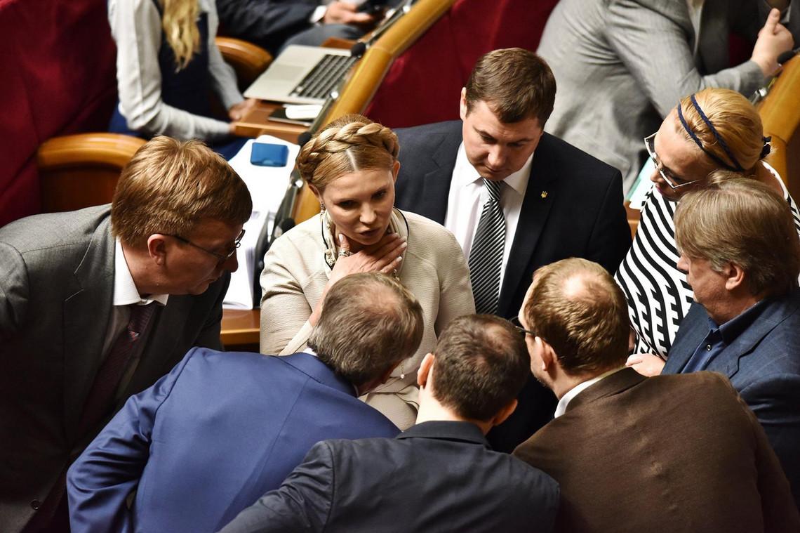 Парламентська коаліція домовилася підтримати подання Президента Петра Порошенка і проголосувати за відставку глави СБУ Валентина Наливайченка.