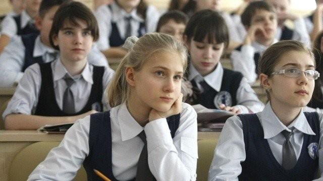Журналісти української редакції Deutsche Welle проаналізували переваги й недоліки планів Міносвіти щодо запровадження в Україні 12-річної системи шкільної освіти.