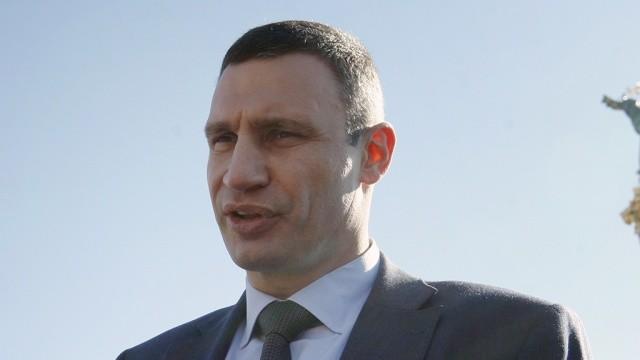 Віталій Кличко обіцяє не допустити торішньої ситуації в Києві, коли жителі столиці більше місяця залишалися без гарячого водопостачання.