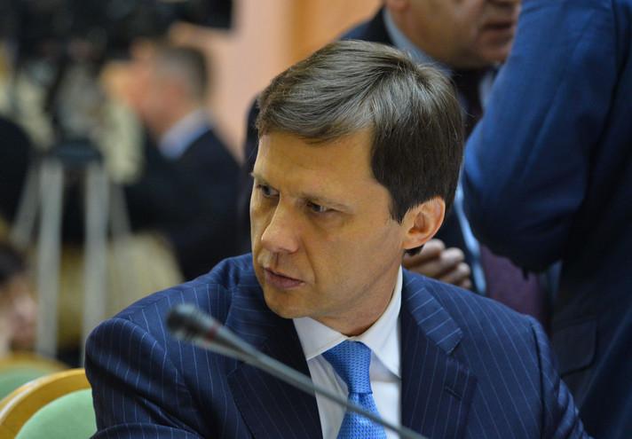 Глава Мінекології заявив, що розбіжності між ним і прем'єром Арсенієм Яценюком пов'язані в першу чергу з бажанням останнього призначати на посади винятково «своїх» людей.