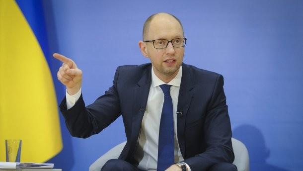 Прем'єр-міністр Арсеній Яценюк попросив міністра екології та природних ресурсів Ігоря Шевченка покинути засідання уряду.