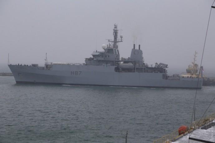 Корабли российского Черноморского флота контролируют действия британского эсминца и канадского фрегата, которые зашли в акваторию Черного моря 2 июля.