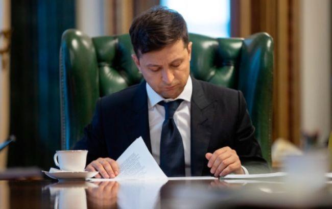 Президент України Володимир Зеленський 11 липня звільнив 57 керівників районних державних адміністрацій (РДА).