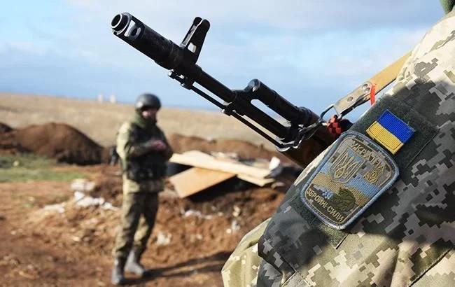 З початку доби на Донбасі один український військовий отримав поранення. Бойовики одинадцять разів порушували режим припинення вогню.