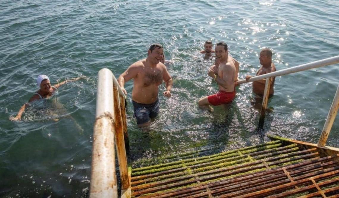 Президент Володимир Зеленський із главою ОП Андрієм Богданом та командою в Одесі у суботу купалися в морі.