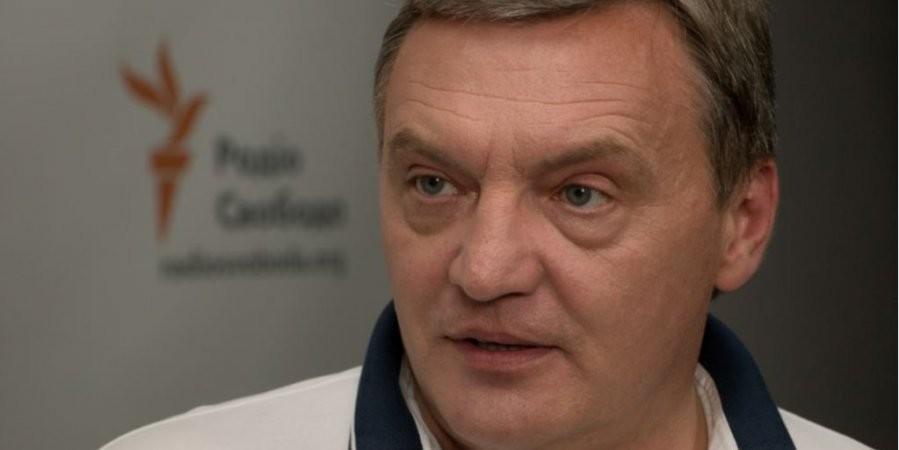 Правоохоронці завершили обшук у квартирі заступника глави Міністерства з питань тимчасово окупованих територій Юрія Гримчака, якого затримали за підозрою у вимаганні хабара.