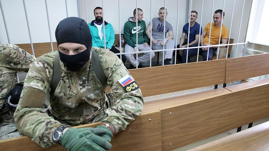 За словами співрозмовника газети, Україні точно будуть передані українські моряки із захоплених 25 листопада 2018 року в Чорному морі бронекатерів Бердянськ і Нікополь і буксира Яни Капу.