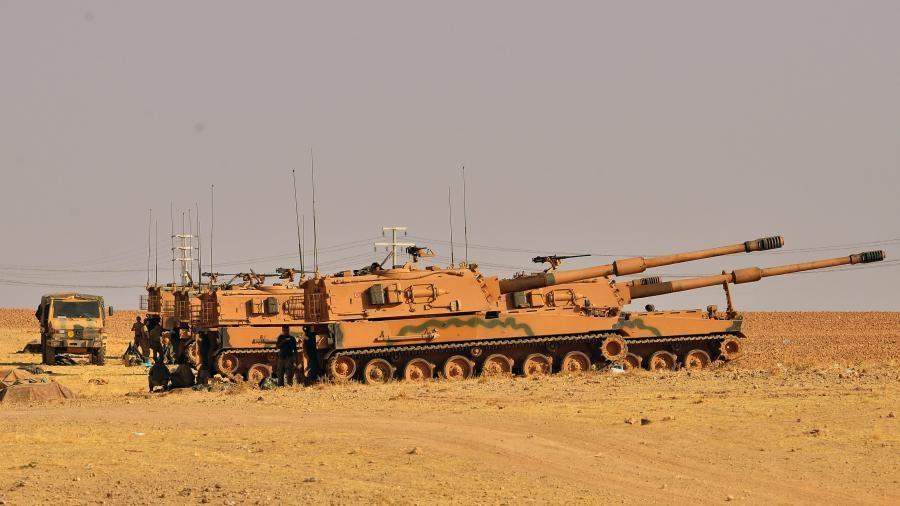 Глава Міноборони Туреччини Хулуси Акар заявив, що турецькі військові готові до відновлення операції Джерело миру на півночі Сирії, якщо США не виконають взятих на себе зобов'язань щодо відведення курдських сил від турецько-сирійського кордону.