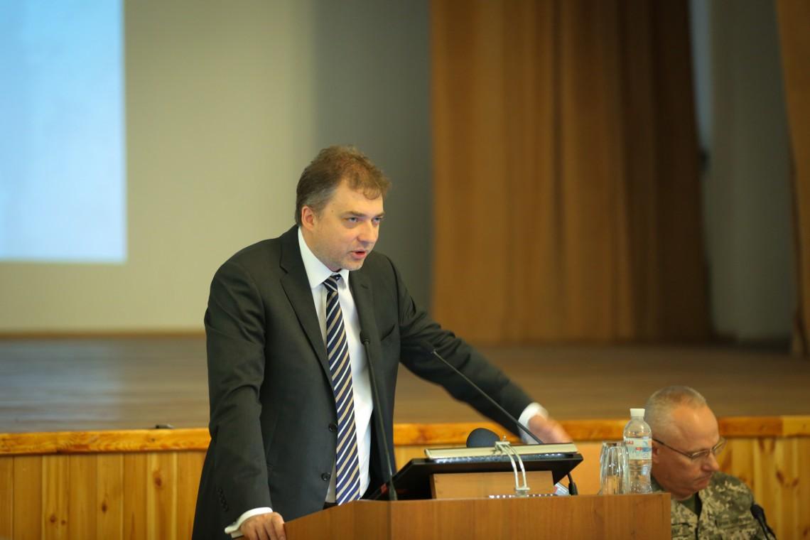 """Результат пошуку зображень за запитом Міністр оборони заробив менше 20 тисяч гривень у жовтні"""""""